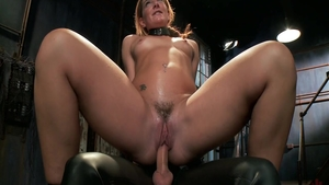 Savannah Fox masturbating