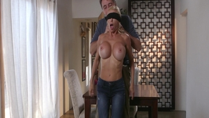 Fingering escorted by hairy mature Alexis Fawx
