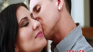 Very sensual married chick raw blowjobs in office