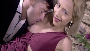 Very hot babe Veronica Leal digs hard pounding
