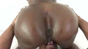 Big ass ebony enjoys first time hard slamming