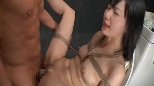 Crazy asian fingering in the toilet