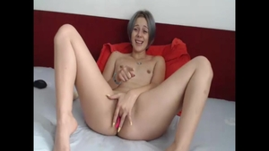Skinny whore squirting live on cam