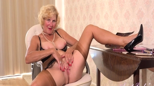 Busty mature Molly Maracas rubbing