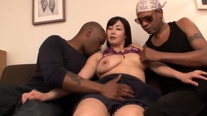 Japanese amateur threesome in HD