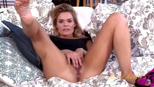Solo large tits Blaten Lee blonde toys