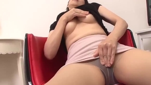 Japanese mature really likes raw fucking in HD