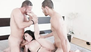 Small tits american brunette Mandy Muse has a passion for MMF