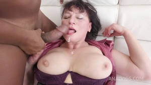 Stepmom gets a buzz out of MMF in HD