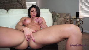 Muscled brunette stripteasing in HD