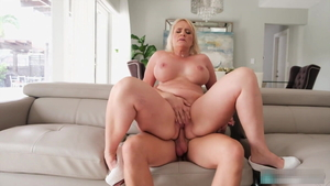 Blowjob with big butt blonde haired