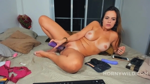 Solo pretty and huge tits amateur ass fingering