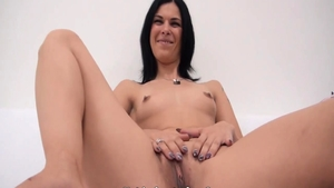 Cute babe blowjobs at the casting HD