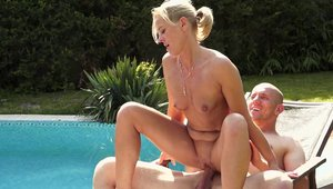 21 Sextreme: Classy mature rushes hard sex