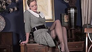 Vintage Flash: MILF goes in for hard nailining