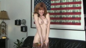 Hottest housewife rubbing