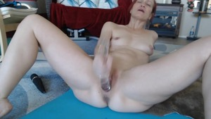 Solo shaved russian MILF squirt